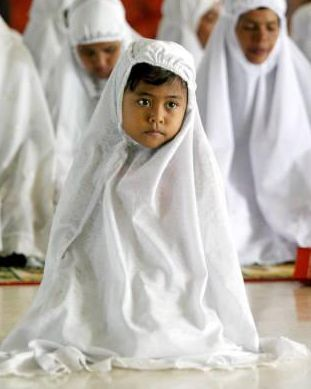 http://www.middleeasterndance.homestead.com/files/muslim-girl-in-refugee-camp-banda-aceh.jpg